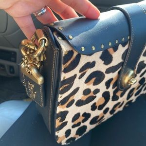 😱😍 1941 coach shoulder/clutch bag leopard